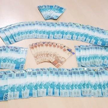 Homem é detido com R$ 10 mil em notas falsas, no Recife