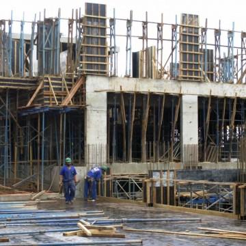 Construção civil tem alta de preços de 2% em março, diz FGV