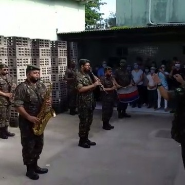 Militares realizam apresentação musical para pacientes e profissionais de hospital no Grande Recife