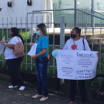 Mães de pessoas com deficiência e doenças raras realizam ato em Jaboatão