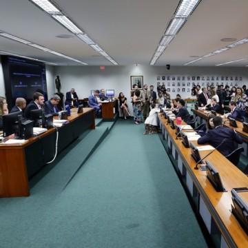PEC que permite repasse direto para estados e municípios é aprovada pela CCJ