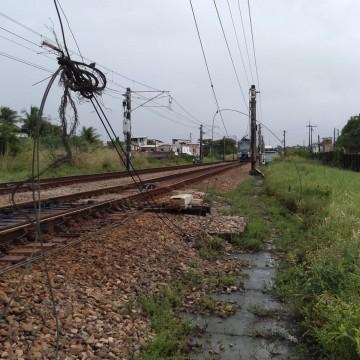 Rompimento de cabo deixa Metrô do Recife sem funcionar