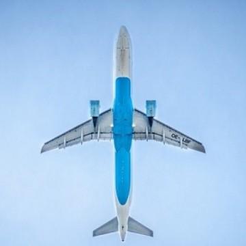 Com pandemia, transporte aéreo de cargas cai mais que a metade