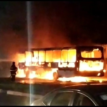 Casos de ônibus queimados na RMR não têm ligação entre si, afirma Polícia Civil