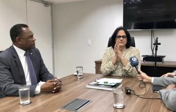 """""""Vocês têm em Pernambuco um líder, o Brasil inteiro reconhece o trabalho do Bispo Ossesio"""", afirma Damares Alves"""