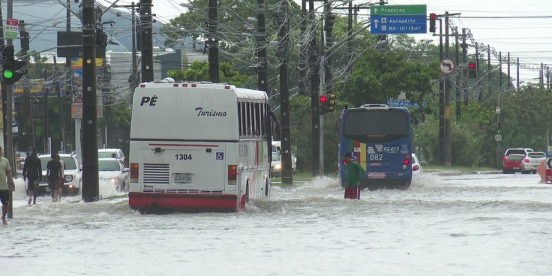 Em 72h, a cidade do Recife registrou um acumulado de 292 milímetros de chuvas, o que representa 89% dos 326,3 milímetros previstos para todo o mês de abril