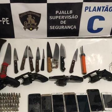 Quatro armas de fogo são apreendidas no Complexo Prisional do Curado