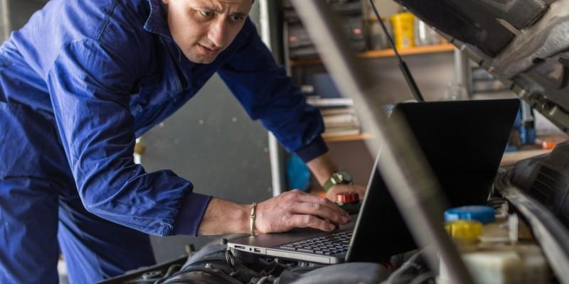 As áreas que mais vão demandar formação profissional são metalmecânica, construção, logística e transporte, alimentos, informática, eletroeletrônica, energia e telecomunicações