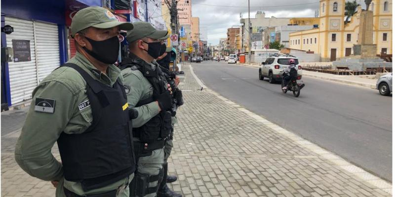 O final de semana marcou a fiscalização da feira da sulanca, um dos principais pontos de aglomeração de Caruaru