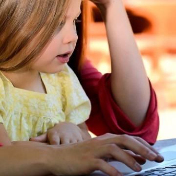 Panorama CBN: Acesso à internet aumenta entre crianças e adolescentes