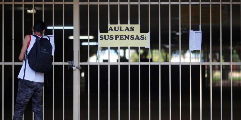 Decisão judicial suspende volta às aulas
