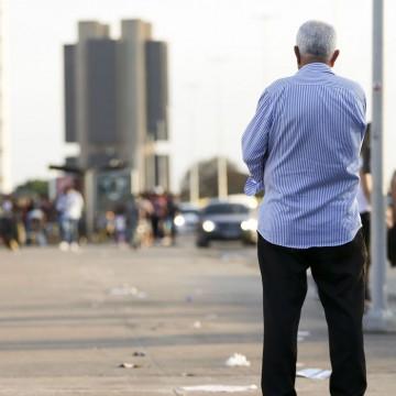 Inflação para idosos acumula taxa de 4% em 12 meses, aponta FGV