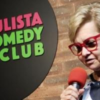 Pernambucana vira atriz e faz comedy standup no Nordeste dos EUA
