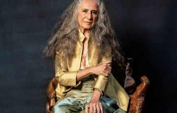 'Noturno' de Maria Bethânia : uma certa melancolia em meio a beleza da vida