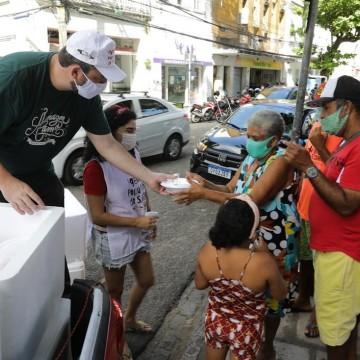 Governo do estado distribui refeições para pessoas em situação de vulnerabilidade social
