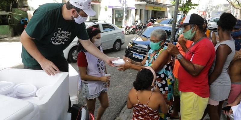 O trabalho conjunto faz parte da Operação Pernambuco Pela Prevenção, que também distribui máscaras de proteção e álcool em gel em terminais de passageiros e feiras livres municipais