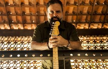 Guitarrista e compositor Fernando Japiassú em disco