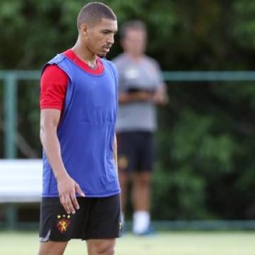 Sport aguarda retorno de Adryelson contra o Coritiba