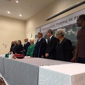 UFPE realiza transmissão de cargo para o novo reitor, professor Alfredo Macedo Gomes