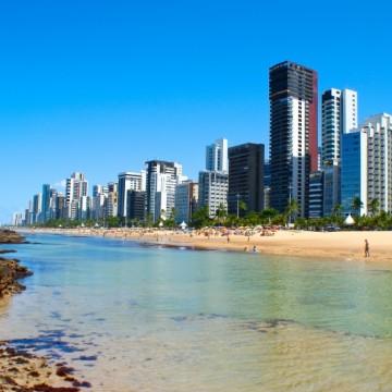 Banho de mar e abertura de quiosques liberados na orla do Recife