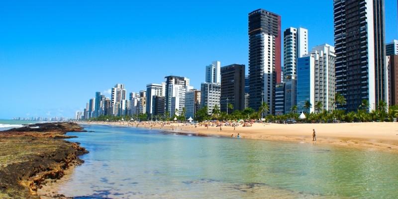A partir desta quinta-feira (16), o acesso à praia está liberado. No entanto, fica mantida a proibição de guarda-sol, caixas térmicas e cadeiras, com o objetivo de evitar aglomerações