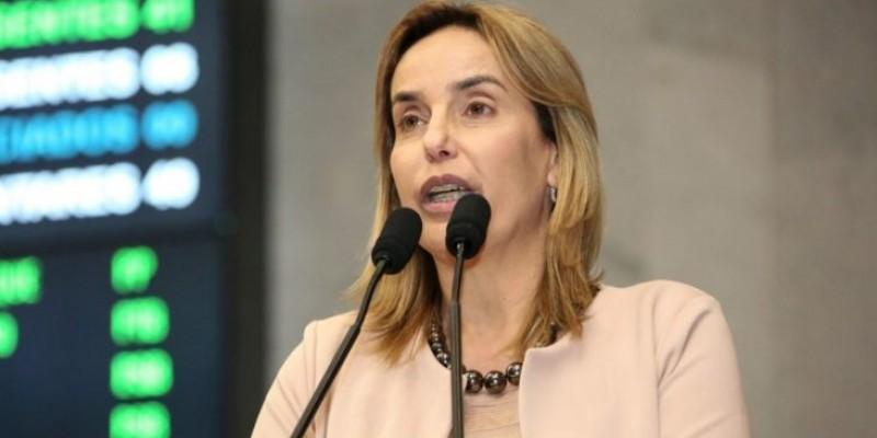 A deputada comentou sobre eleições 2022, prolongamento das medidas restritivas no estado e suas ações na Alepe