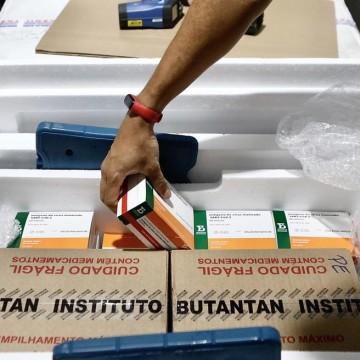 Pernambuco recebe novos lotes de vacinas da Pfizer e Coronavac para avançar na campanha de imunização contra a covid-19