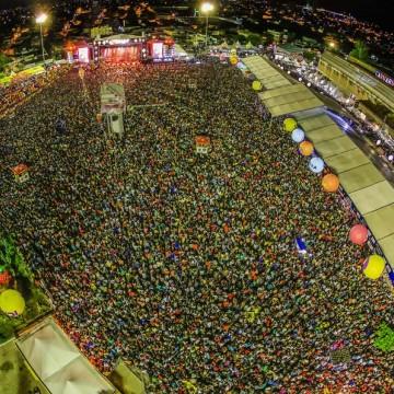 De forma descontraída, Caruaru e Campina Grande competem pelo título de Maior São João do Mundo