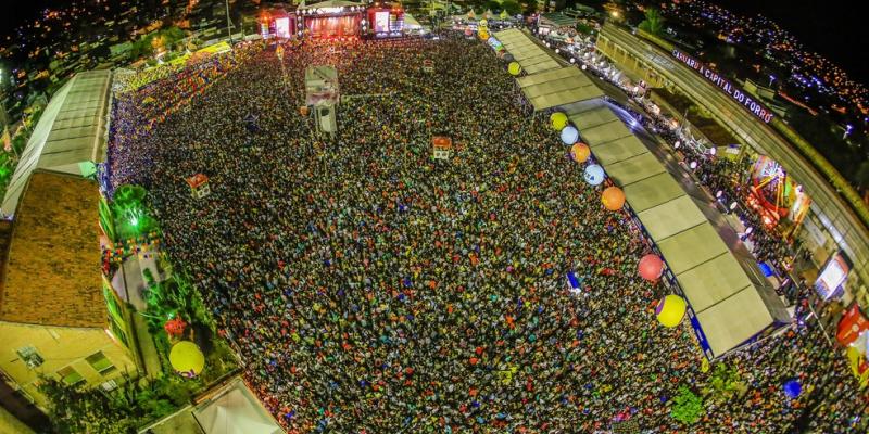 O ponto mais disputado da festa não podia ter outro nome: Pátio Luiz Lua Gonzaga. A média de público é de 60 mil pessoas por noite