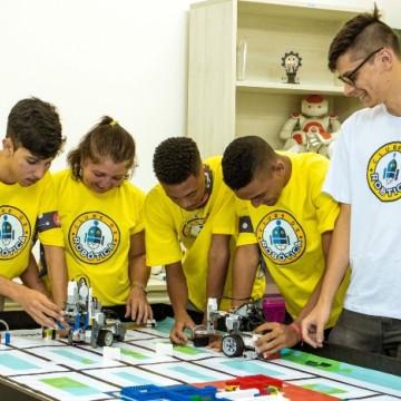 Estudantes do Recife vão para São Paulo para disputar a etapa nacional da Olimpíada Mundial de Robótica