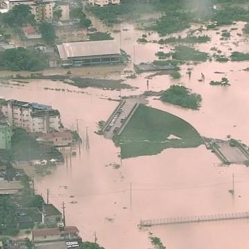 Chuvas  provocam mortes, deslizamentos de terra e alagamentos na RMR