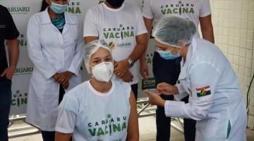 Vídeo: técnica de enfermagem é a primeira a ser vacinada em Caruaru