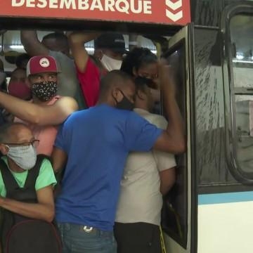 Escalonamento de horário não é visto como saída para superlotação em ônibus