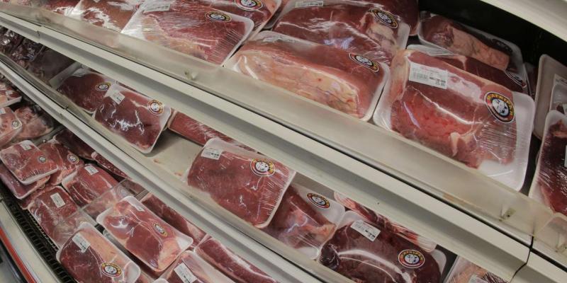 As opções para substituir a carne bovina são a carne suína e a de frango