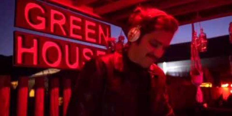 Serão mais de 16hs de festa com DJs, cantoras e performers