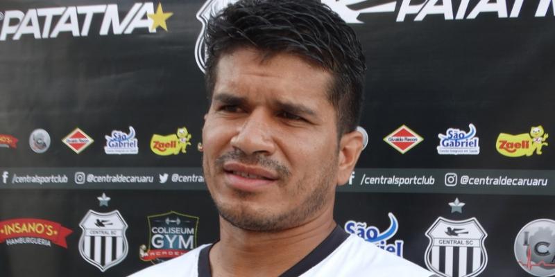 Um dos atletas mais identificados com a torcida na última década, o volante assinou contrato até o final do ano com a Patativa