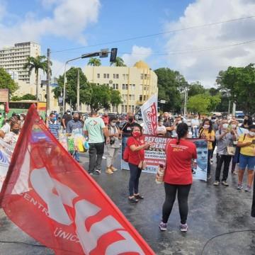 Servidores públicos do Recife fazem novo protesto contra proposta de João Campos
