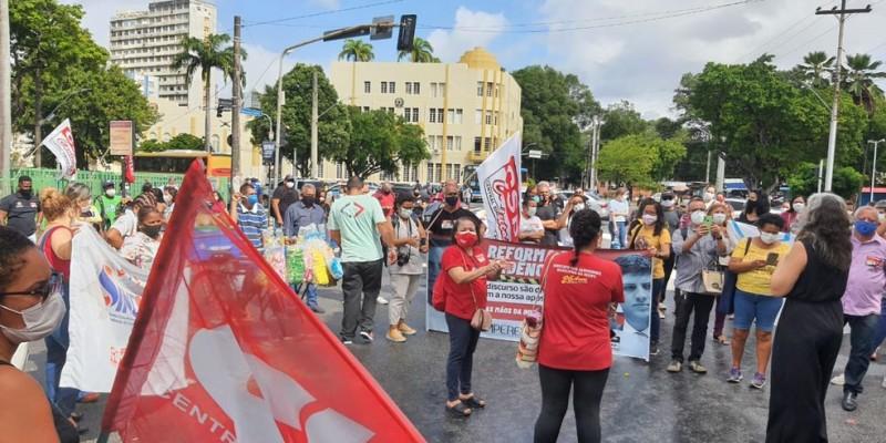 Os manifestantes a Rua Princesa Isabel, no bairro da Boa Vista, e atearam fogo em pneus. A votação do pacote de medidas acontece ainda hoje