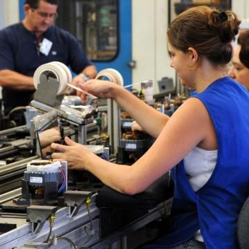 Confiança da indústria cresce 12,2 pontos em julho, diz FGV