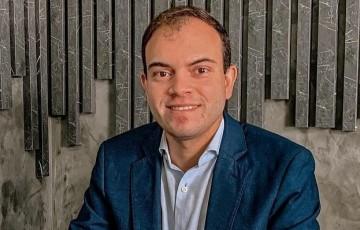 Tiago Macário conclui mais uma especialização