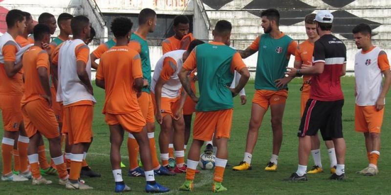 Comandado pelo técnico Paulo Massaro, são poucos os remanescentes do time profissional