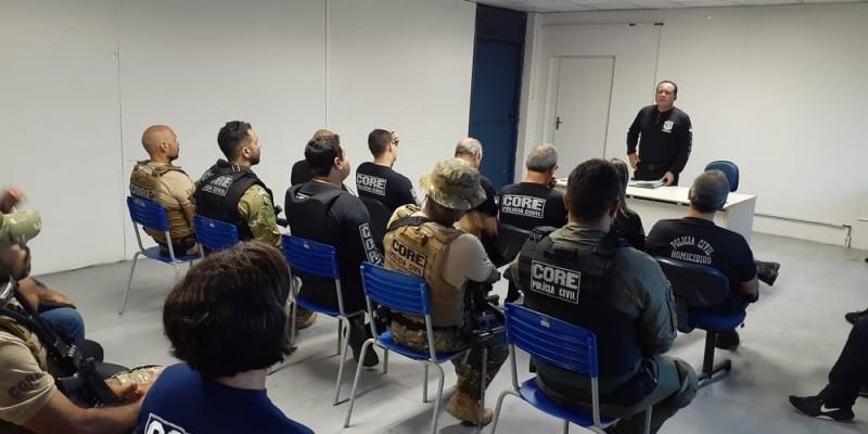 A operação Abre Alas tem o objetivo de apreender documentos com identificação de suspeitos de praticar crimes e objetos que podem ser utilizados como armas