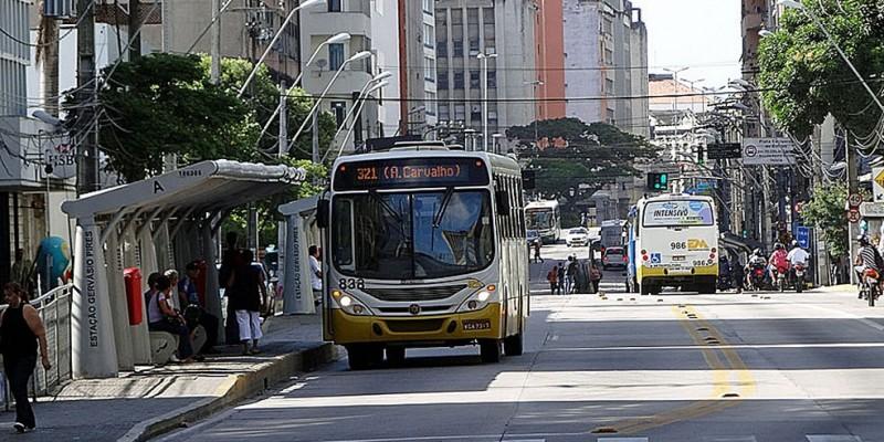 A primeira mudança é na parada de 11 linhas que está perto da rua do Hospício que agora funciona em frente ao Atacado dos presentes
