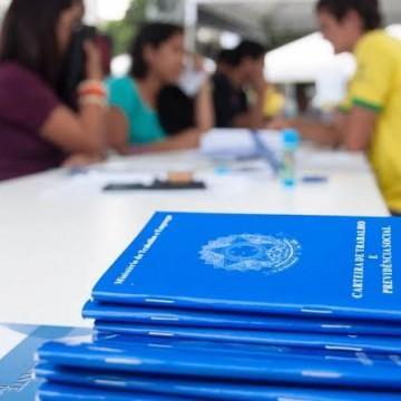 Brasil fechou 860 mil postos de trabalho em abril