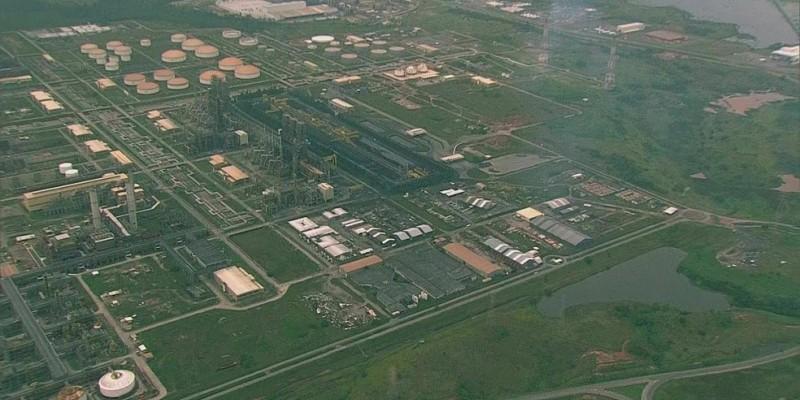 O combustível é formulado com produtos da própria RNEST e de outras refinarias