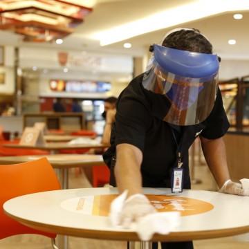 Bares e restaurantes passam por fiscalização na volta às atividades
