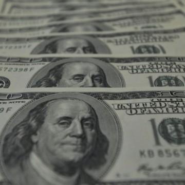 Bolsa cai 14% e dólar fecha acima de R$ 5 pela primeira vez