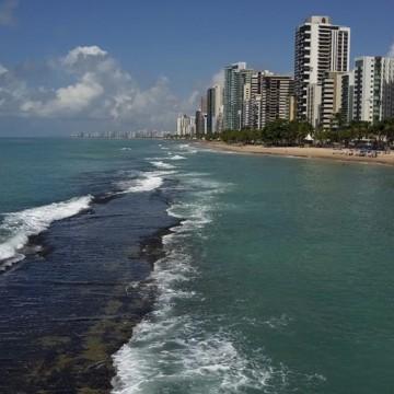 Recife e Olinda preparam esquema de prevenção contra o vazamento de óleo