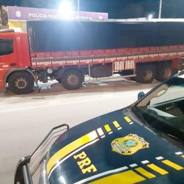 Caminhão com 37 toneladas de milho sem nota fiscal é retido em Garanhuns