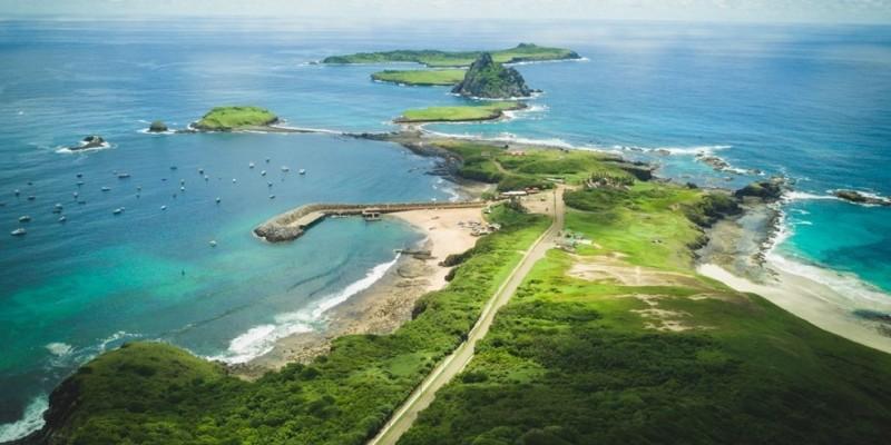 O Parque Nacional Marinho de Fernando de Noronha é um patrimônio mundial da humanidade, junto à Reserva Biológica do Atol das Rocas